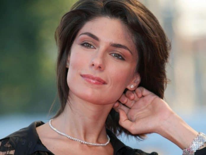 Anna Valle: chi è, età, vita privata, marito, compagno, figli, fiction e curiosità